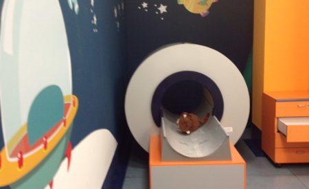 Risonanza magnetica ad un bambino